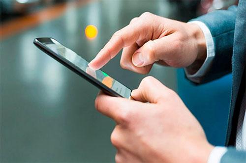 Hiện tượng màn hình cảm ứng điện thoại bị đơ, không nhận lệnh