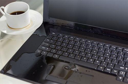 Bạn chẳng may làm đổ nước hoặc chất lỏng vào bàn phím