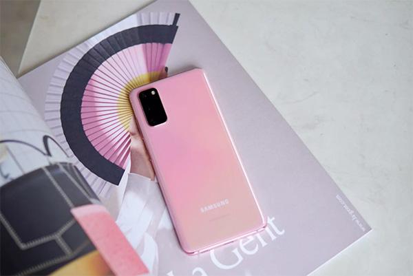Galaxy S20 màu hồng.